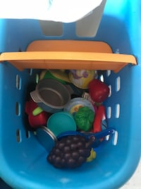Shopping cart with play food and plates 2-3 full Phoenix, 85085