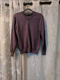 Size Medium Mens Sweater Cedar Rapids, 52404