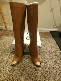 pair of brown leather heeled boots Dumfries