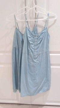 2 denim dresses size small Beaconsfield, H9W