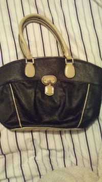 Womens Leather Guess purse Calgary, T1Y 2K1