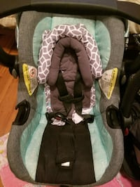 Car seat with base  Port Hope, L1A 3N4