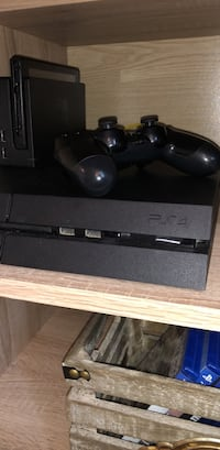 PS4  Playstation 4 with Controller and   8 Games Washington, 20032