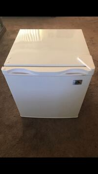 Brand new unused igloo mini freezer  Hesperia, 92345
