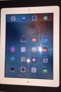 I Pad 32 Gig Excellent condition.