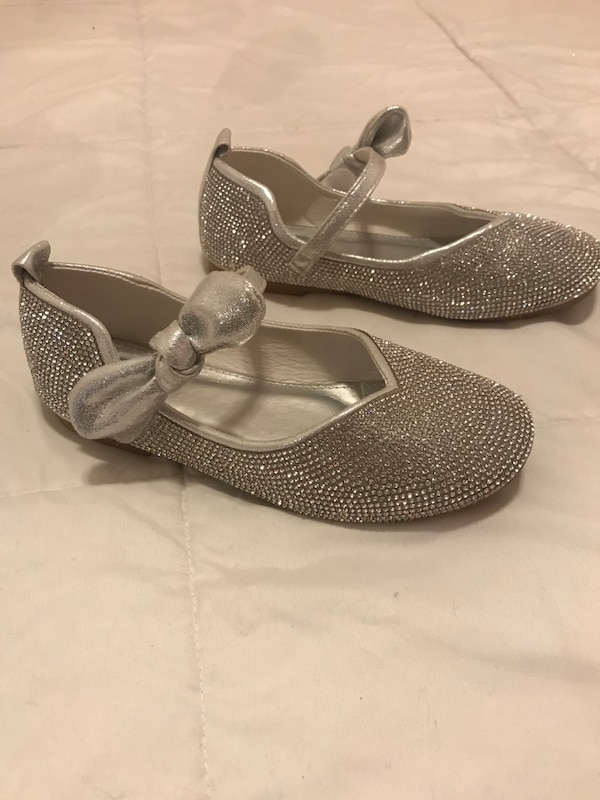 Sparkling silver shoes. Girls size 2 168b56df-b5d7-4dd1-aa04-d1aebcfb0920
