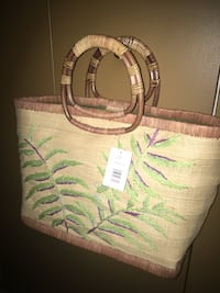 New Straw handbag has a snap closure and fully lined...tag still on Oakville, L6K 1Y8