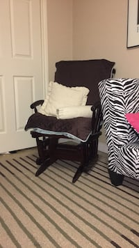 solid hard wood rocking chair - no scratches. $400 value Mississauga, L5H 3Z5