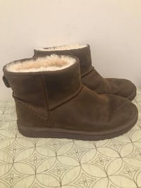 Ugg Classic Mini Deco Boots Women's Size 9- Like New Condition!  Wore two times, mint condition.  Smoke and pet free home.  Leather stitches detail the heel of this boot, which has been crafted from the most luxurious and velvety soft leather. For signatu Toronto