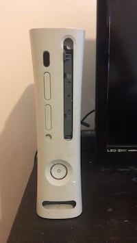 white Xbox 360 console with controller Germantown, 20874
