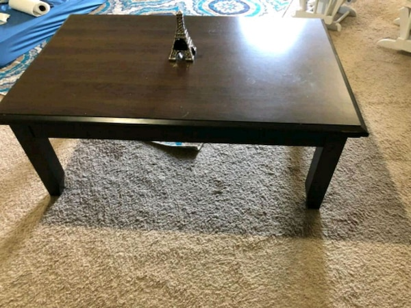 Coffee table e805eecf-c065-4706-a9a7-5799de8491a4