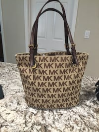 Brown monogrammed michael kors leather tote bag Castro Valley, 94546