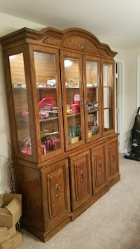 Wood/glass hutch Lansdale, 19446