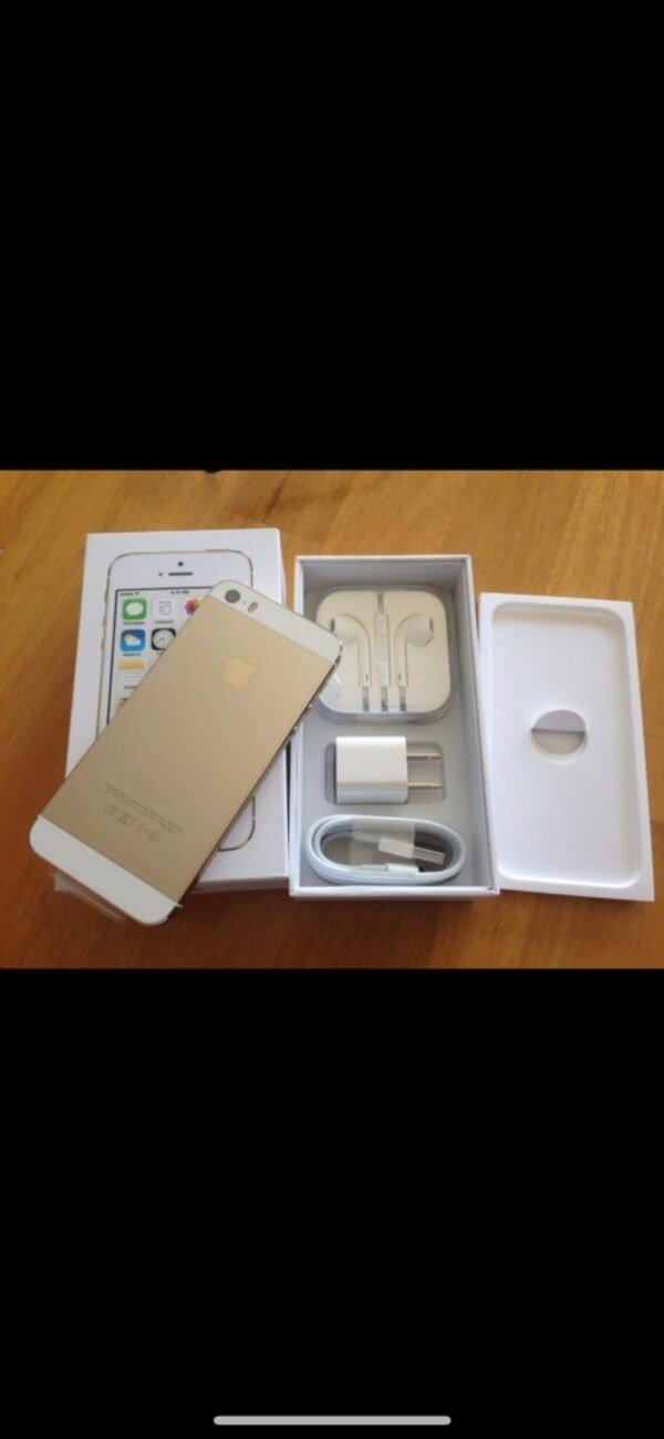 Unlocked gold iPhone 5s, Buy in person only! cd9dd5aa-76e6-4538-b92e-2bdf0508eaf0