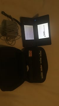 Nintendo DSI with case, charger &5 games