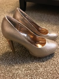 pair of gold stiletto platforms Meridian, 83646