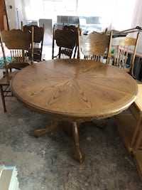 round brown wooden pedestal table Las Cruces, 88005