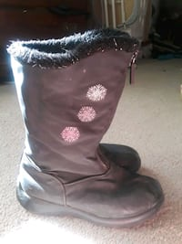 Snow boots- girl's size 3