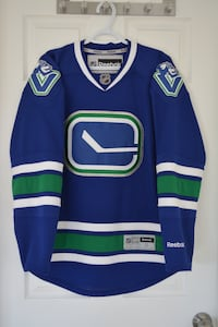 Vancouver Canucks Authentic Jersey (Small) Campbell River, V9W 6W8
