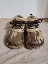5f127feb5 Used CROCS Islander UNISEX All Terrain Shoes for sale in Fort Worth - letgo