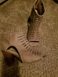 pair of brown leather open-toe heeled sandals Lenoir City