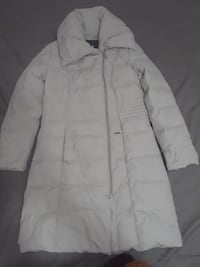 White zip-up bubble jacket Mississauga, L4T 1Z3