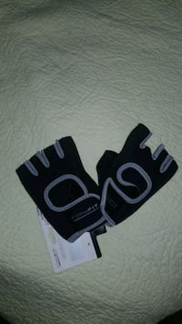 Brand new work out gloves  3489 km