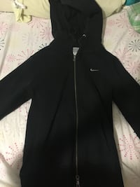 Black Nike Sweater Sz Small in Women's Toronto, M5S 1C4