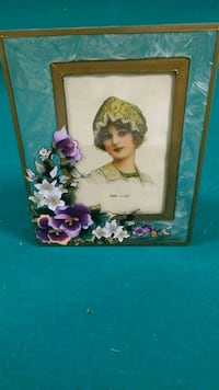 Never used floral and glass photo frame Newmarket, L1V 2T9