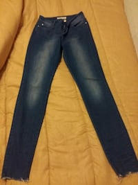 jeans denim azul em corte reto Faro District