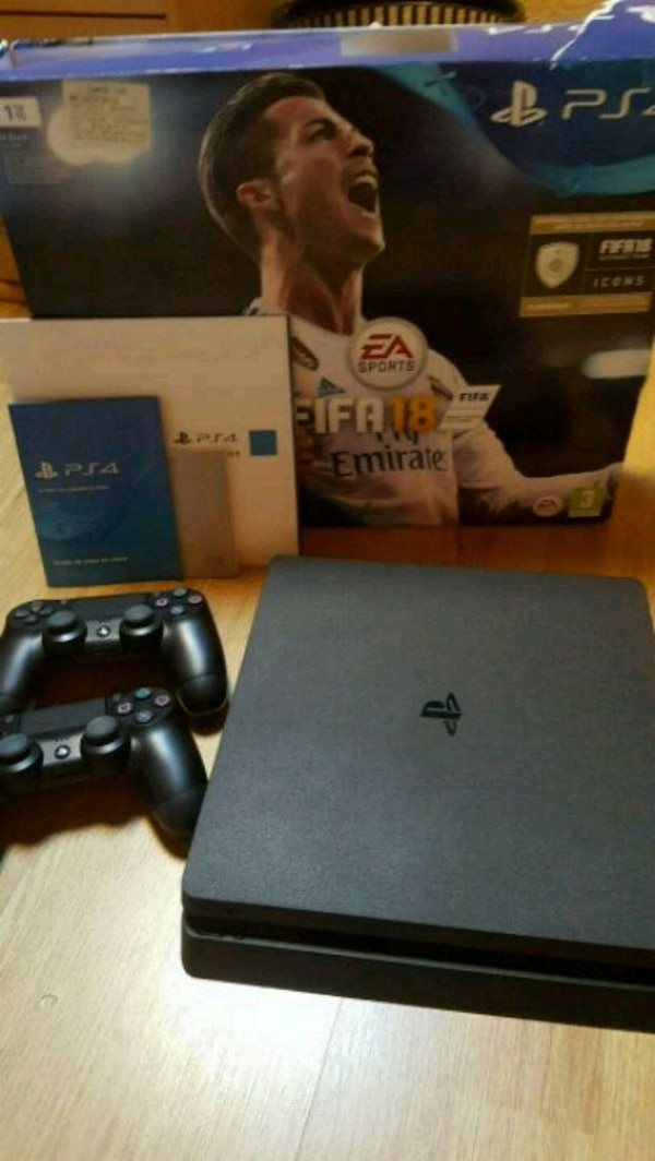 Console Sony PS4 1TO + 2 manettes + 5 jeux