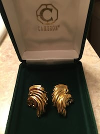 Gold plated Lion earrings *price reduced* Langley, V2Y