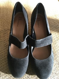 pair of black leather flats Surrey, V3W 4E1