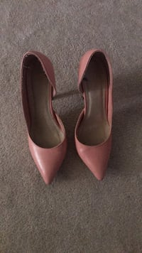 Pair of pink leather pointed toe pumps Bradford West Gwillimbury, L3Z