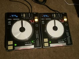 Denon turntables,works perfect,got a few wear but nothing wrong with i
