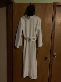 Halloween Costume Princess Leia. One side of wig bun came undone. Needs to have a new net over it and sewn back into wig Flint, 75762