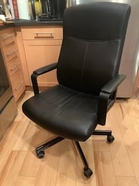 Black leather padded rolling chair Vienna, 22180