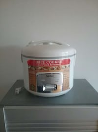 white rice cooker and food steamer