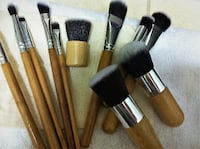 11 Pcs Bamboo Handle Cosmetic Brushes Set with а bag./Brand new. Burnaby, BC, Canada
