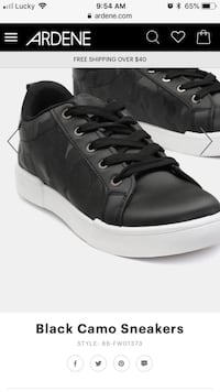 unpaired black and white low-top sneaker South Bruce, N0G