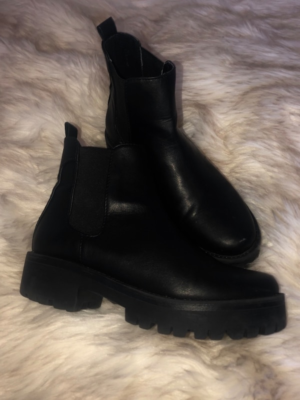 outlet online exclusive deals buy Used Steve Madden Chelsea ankle boots for sale in Corona - letgo