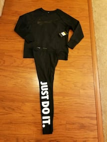 Women Nike Outfit Brand New! Small