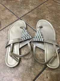 Pair of gray leather sandals used once Indio, 92201