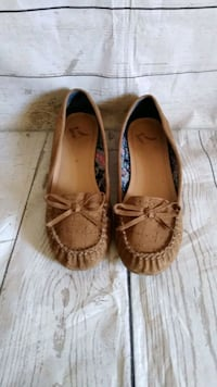 Beautiful Report Shoes , size 8 .. Frederick