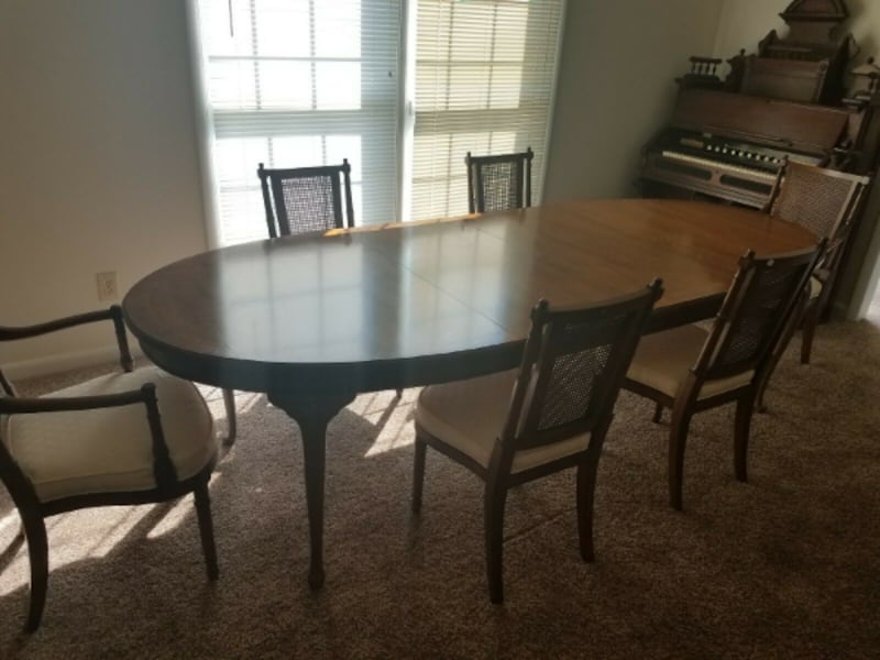 Henredon Dining Table With 6 Chairs
