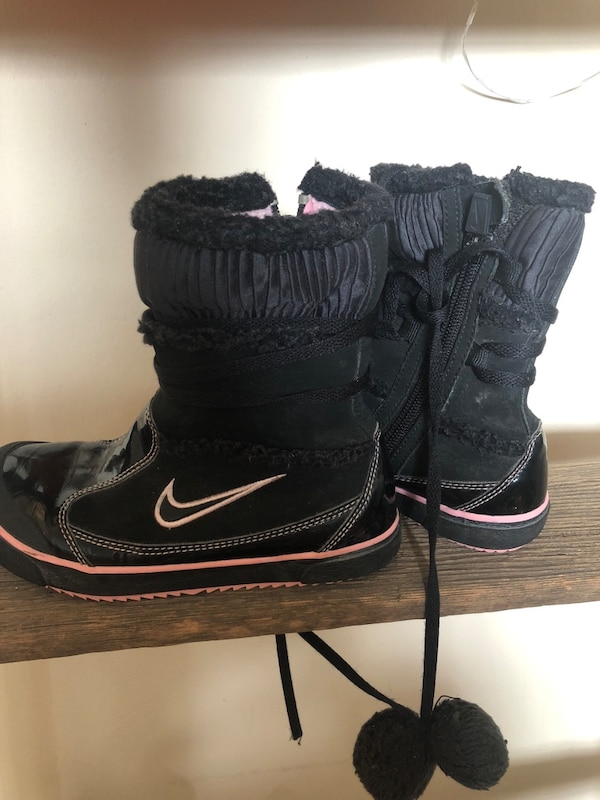 afc49da5c Used Cute Nike winter boots girls size 12 for sale in Toronto - letgo