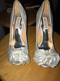 Badgley mischka silver pump heels  New York, 11379