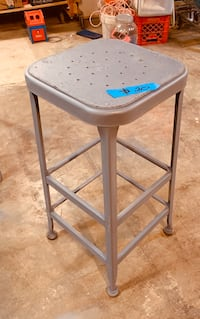 Stool, metal legs, nice shop stool Des Moines, 50320