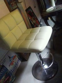 white leather padded rolling chair Copiague, 11726