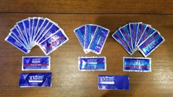 NEW!! 25 Crest 3D Teeth Whitening strips, dental